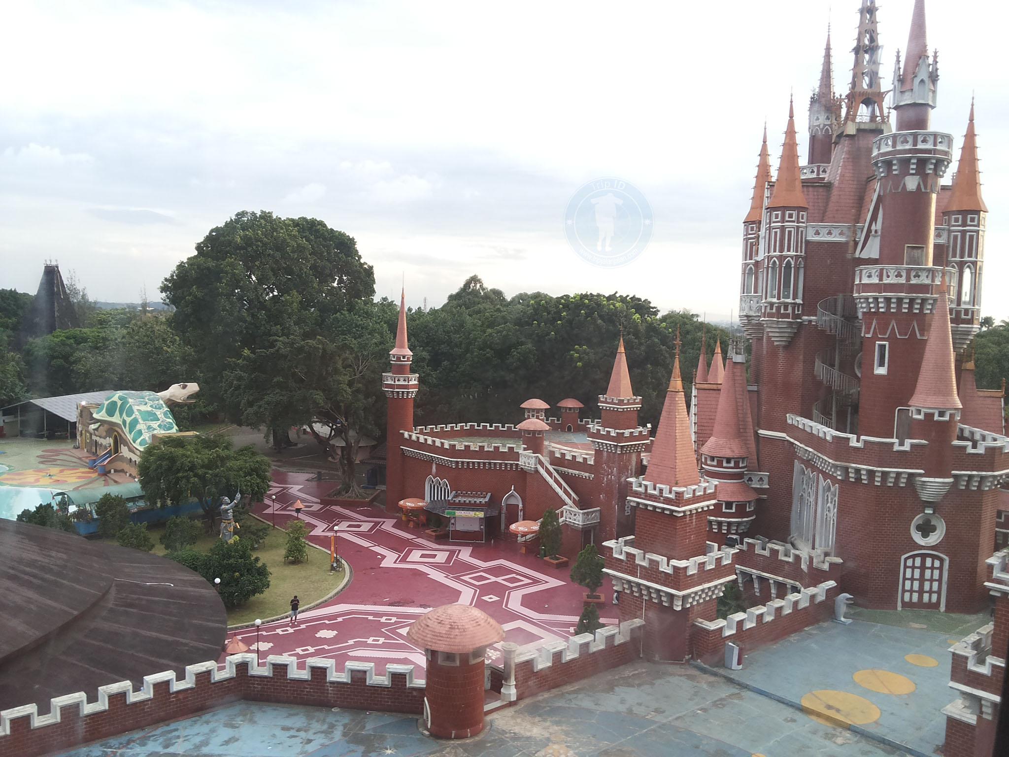 Istana Boneka Taman Mini Indonesia Indah (TMII)  Trip Jalan Jalan