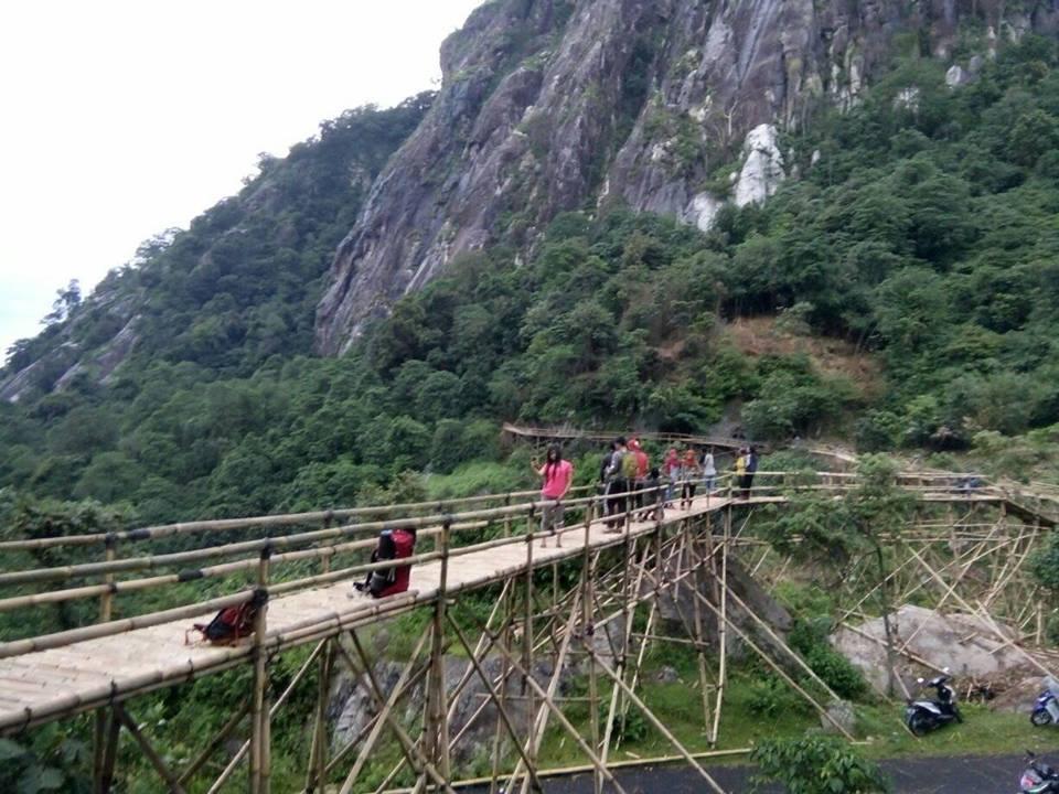 Sasak Panjang Lembah Gunung Parang Purwakarta Trip Jalan Jalan