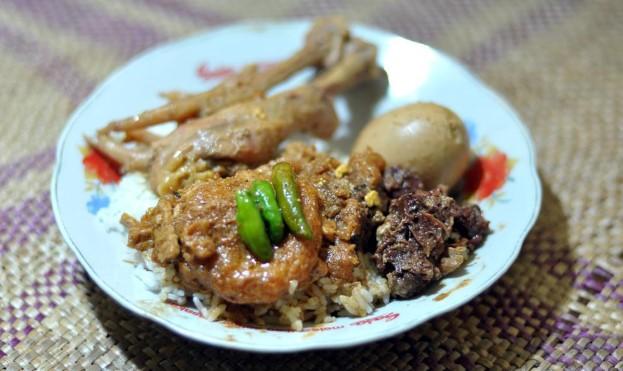 Lezatnya Brongkos Bu Padmi Kuliner Yogyakarta