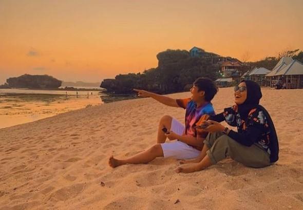 Harga tiket masuk Pantai Sundak
