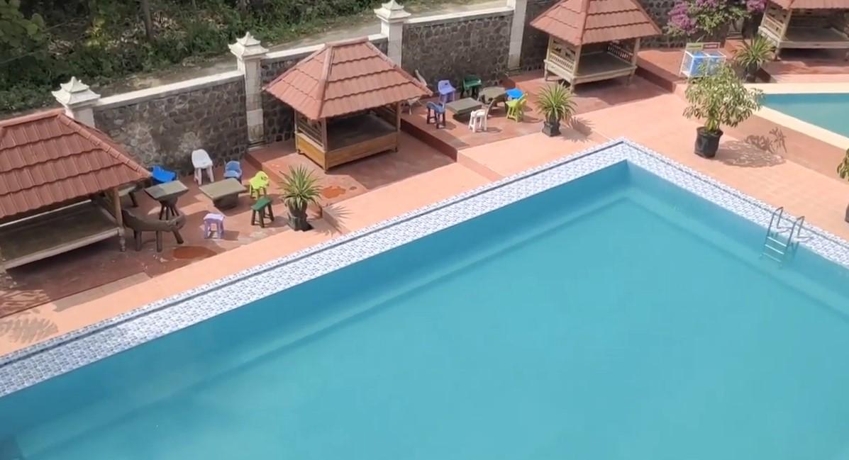 kolam renang parang hill
