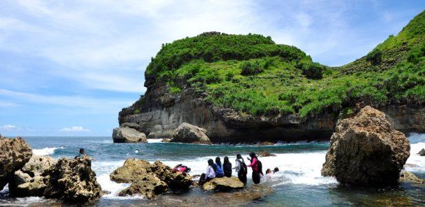 Eloknya 2 Pantai di Wonogiri Jawa Tengah InI